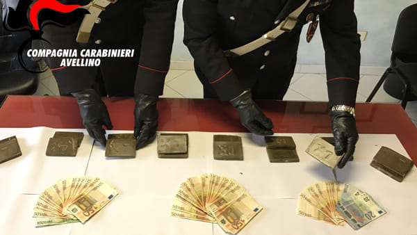 Sequestrati due chili di hashish e 2.500 euro in contanti