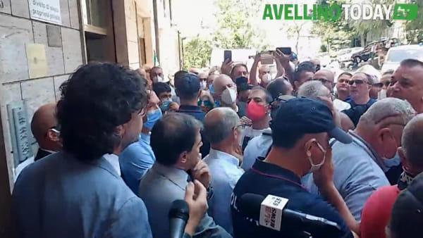 Protesta Irpiniambiente, arriva Sperandeo: momenti di tensione