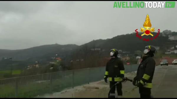Atterraggio e decollo all'elicottero del 118, il video dell'assistenza dei Vigili del Fuoco