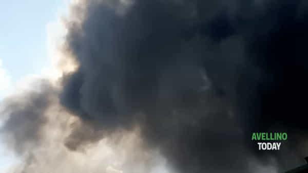 Incendio Pianodardine, aggiornamenti: temperature alte e aria irrespirabile