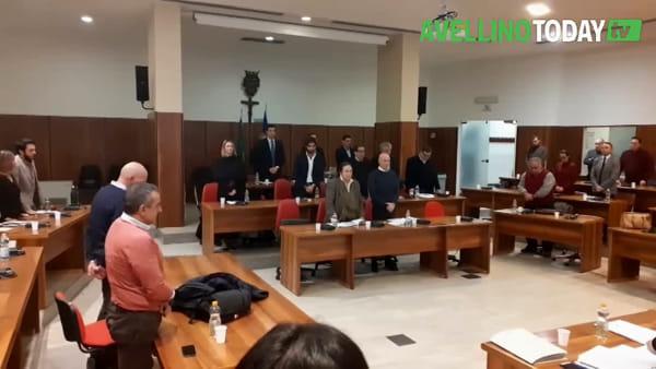 Violenza sulle donne, il Consiglio comunale osserva un minuto di silenzio per le vittime