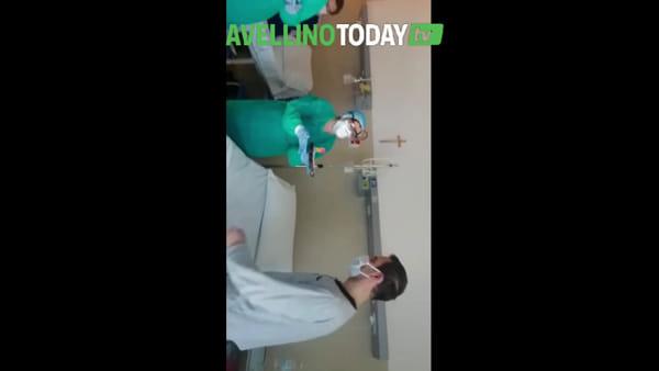 Affetto da Coronavirus compie gli anni al Moscati: festeggiato dal personale sanitario