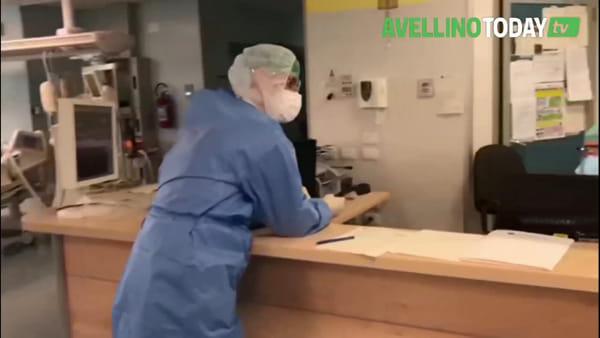 Coronavirus, operatori a lavoro nel reparto di Rianimazione: le immagini