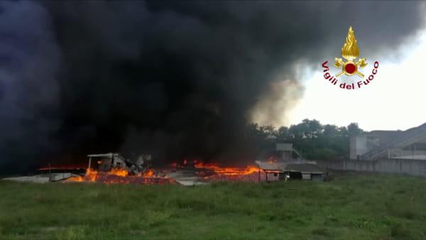 Incendio Pianodardine: le immagini delle operazioni di spegnimento