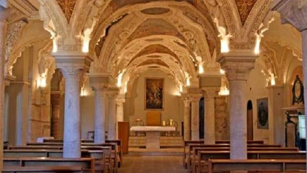 Nello splendido scenario della Cripta del Duomo lo spettacolo di Robyn Hitchcock