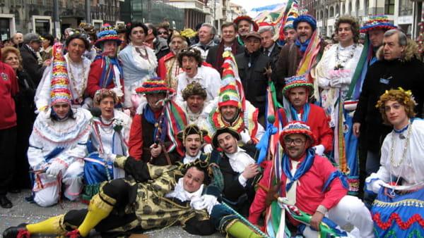 A Corso Vittorio Emanuele va in scena la Mascherata del Carnevale Avellinese