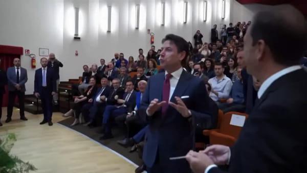 """Giuseppe Conte si """"veste"""" da Direttore d'orchestra e infiamma il Cimarosa"""