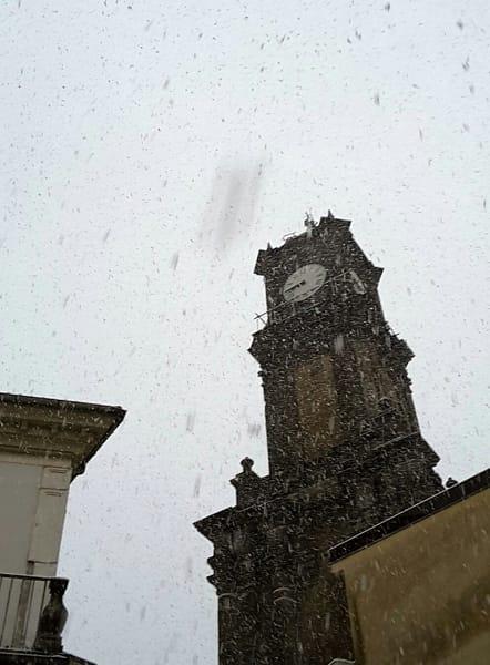 Fiocchi di neve sulla Torre dell'orologio